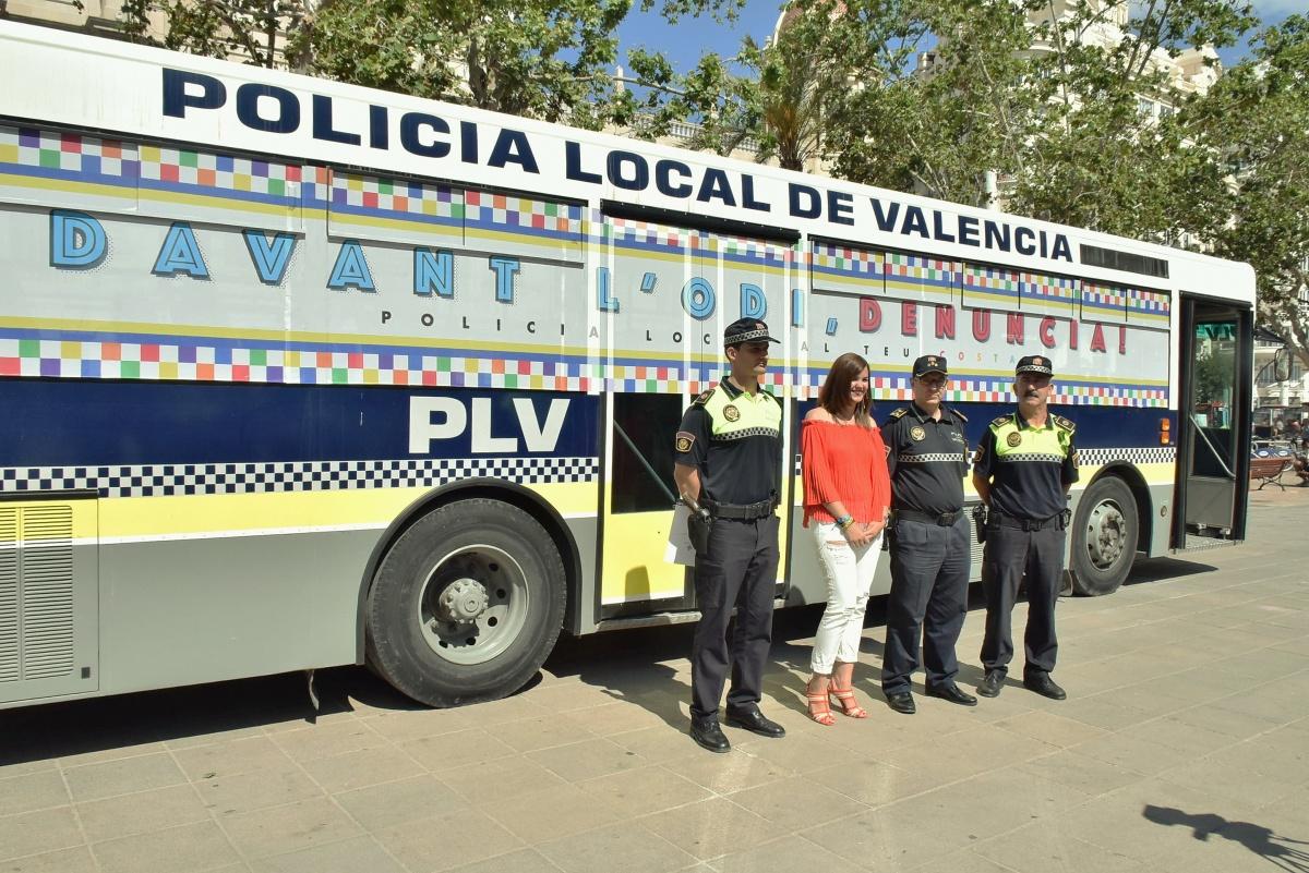 La polic a local valencia participa por primera vez en la manifestaci n del orgullo lgtb - Oficina del policia ...