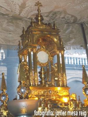 real-colegiata-patriarca-realizo-tradicional-procesion-corpus-christi-2015_1_2260142