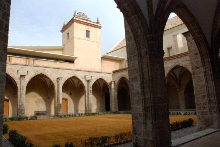 claustro-gotico-centre-del-carme-1