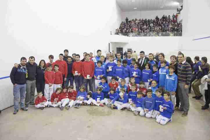 Homenatge a les escoles de pilota de la província