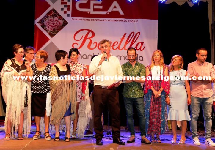 Salvador Escutia, presidente de C.E.A., con las 3 ganadoras y el jurado