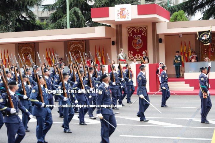 Vista de la Tribuna Real al paso del Escuadrón del Ejército del Aire