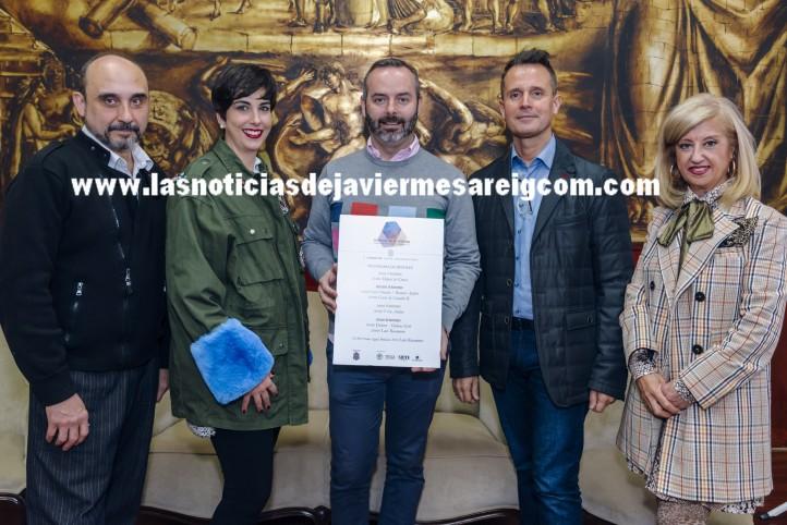 Fran Tochena, Maestro Mayor del Gremio junto a los diseñadores asistentes